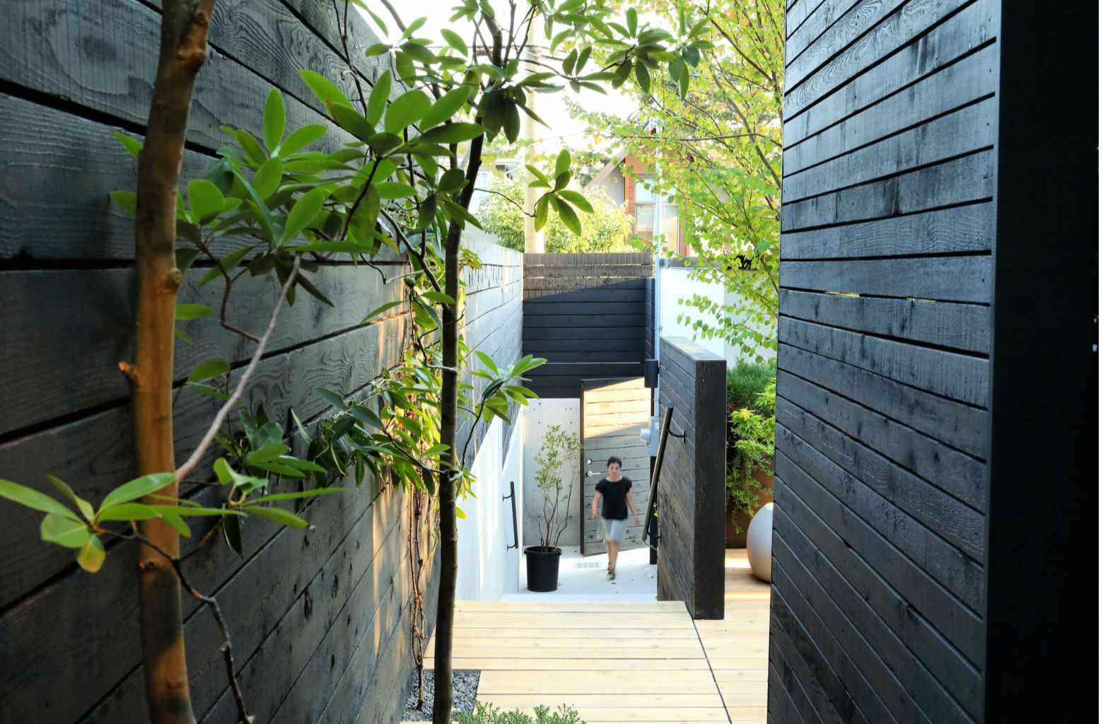 puerta de jardín de patio de varios niveles