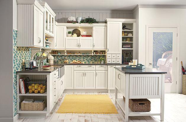 cocina de casa de campo blanca