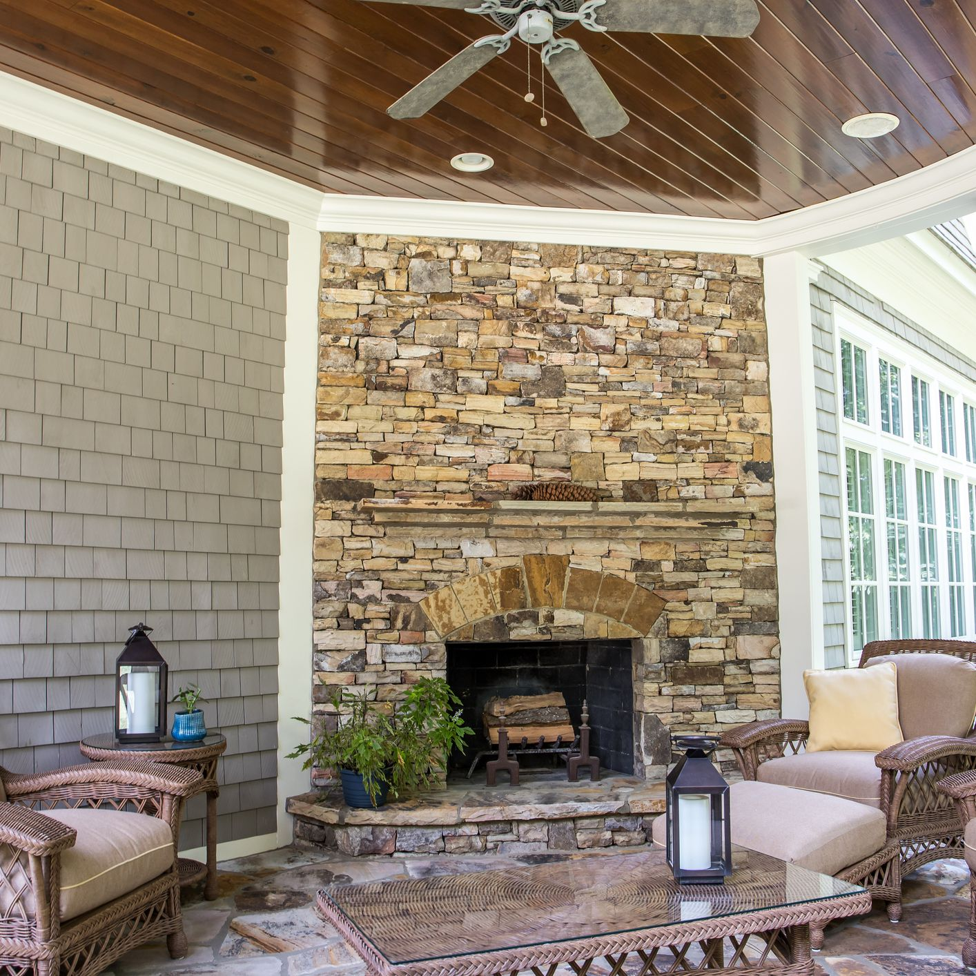25 Warm And Cozy Outdoor Fireplace Designs