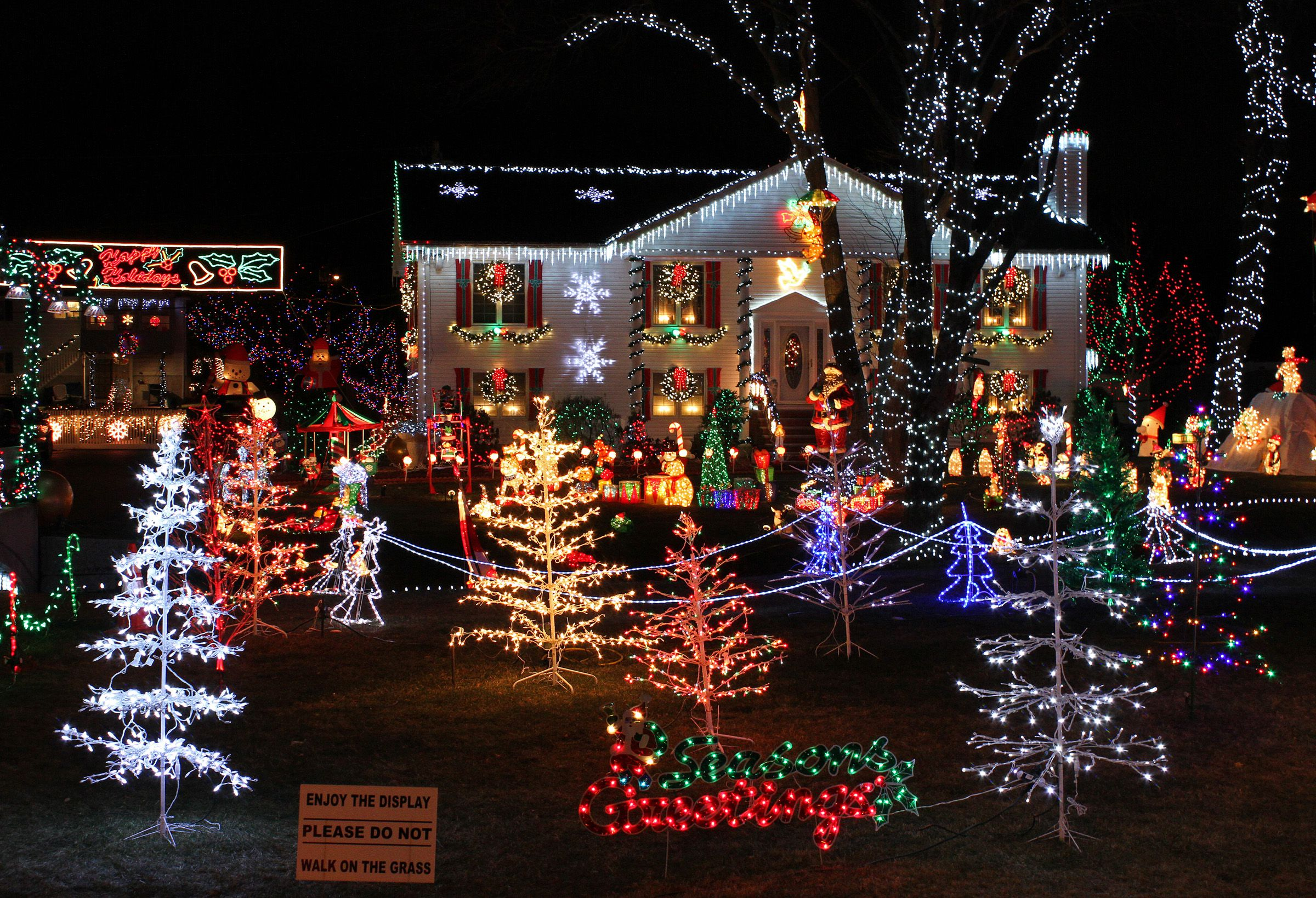 Avoid Overloading Circuits With Christmas Lights