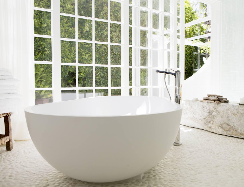 Bathroom stand alone tub