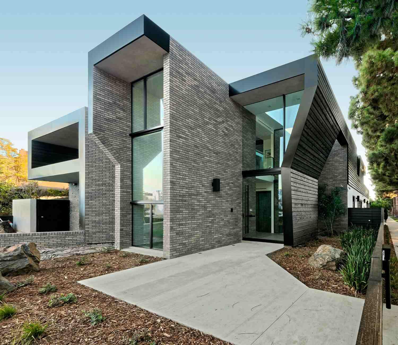 concrete walkway modern house