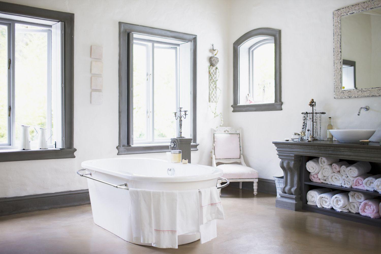 Luxury bathroom colors
