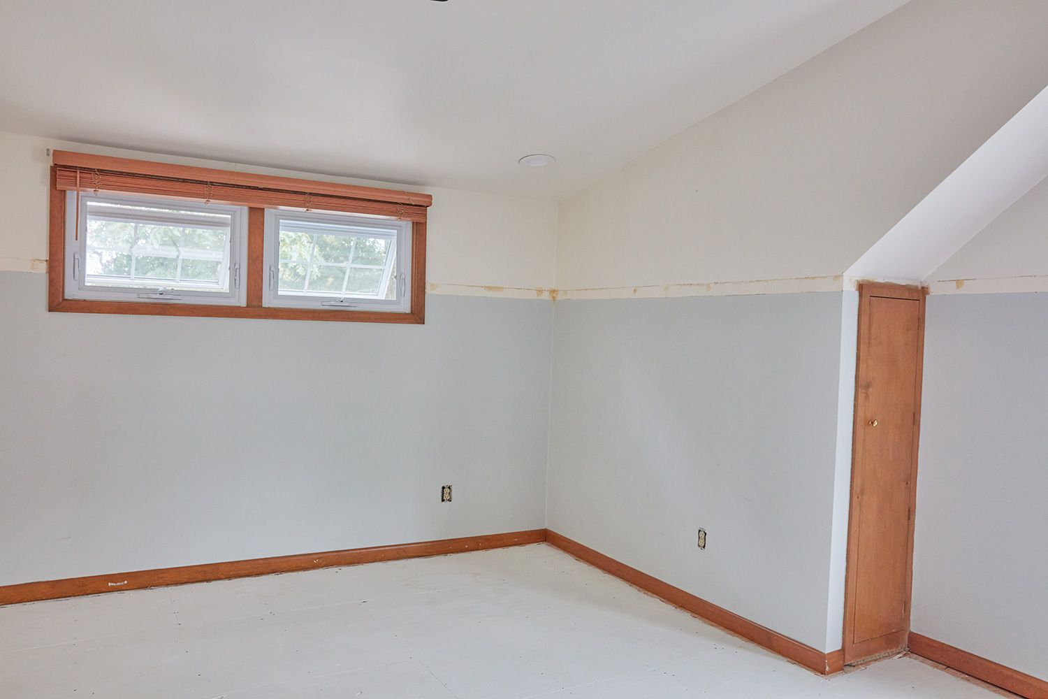 Empty room before painting