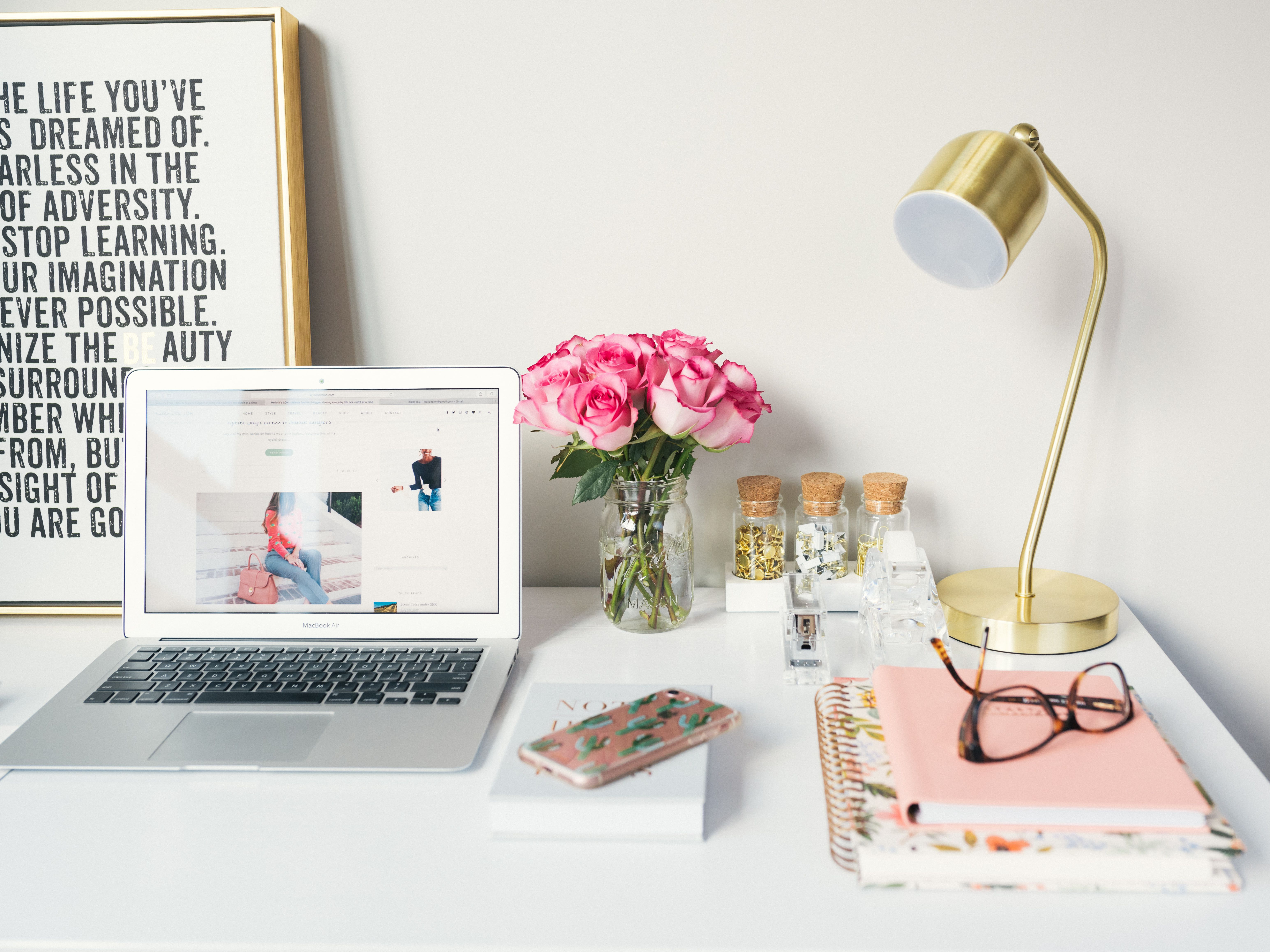 How To Use Feng Shui To Position Your Desk