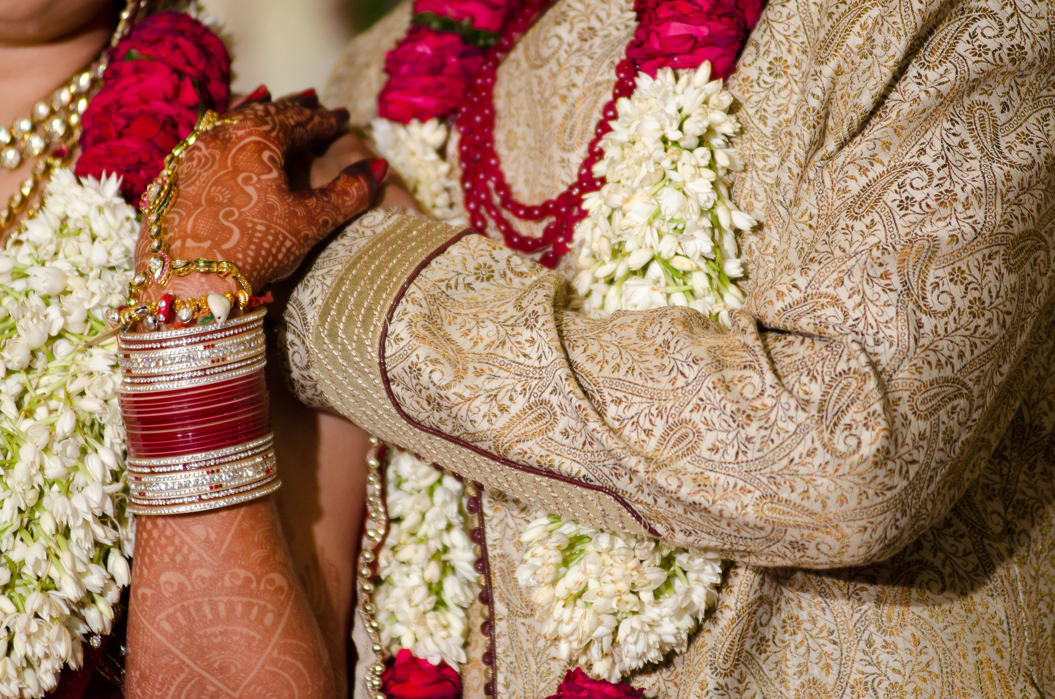 Jasmine garlands on bride and groom for hindu wedding