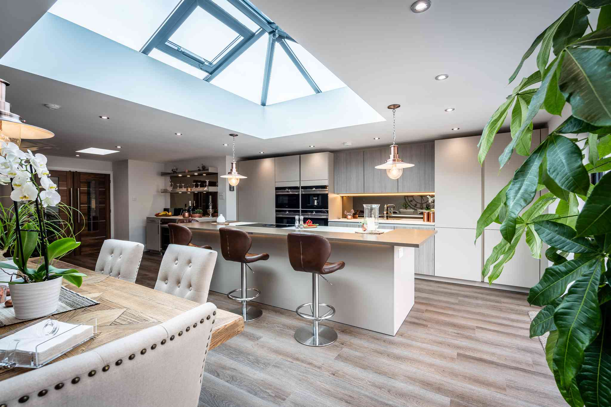 Modern kitchen with triangle rule