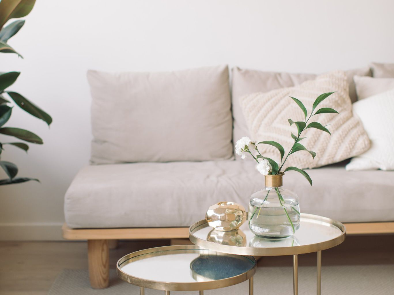 Ideas For Decorating A Long And Narrow Living Room