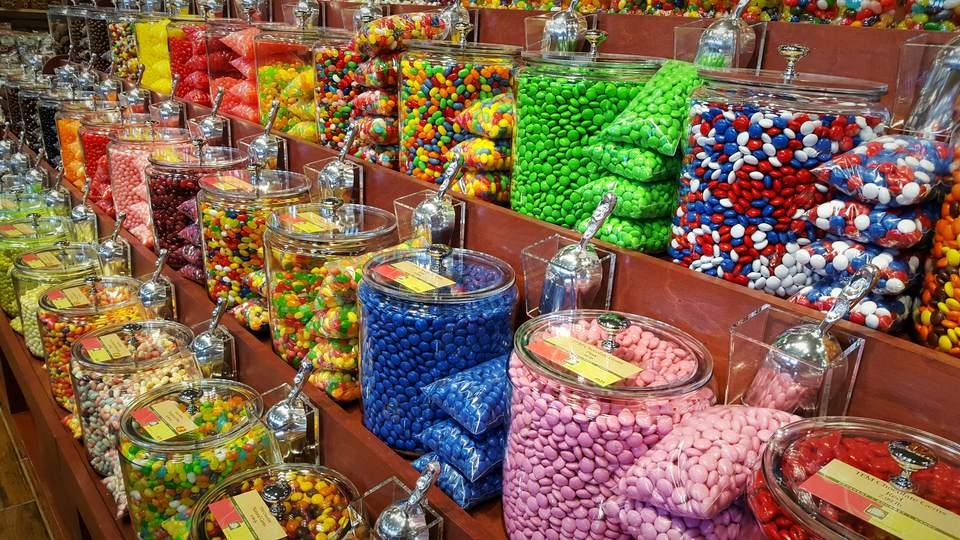 Trends In Wedding Day Buffets That You Need On Your Big Day: How To Plan The Perfect Candy Buffet