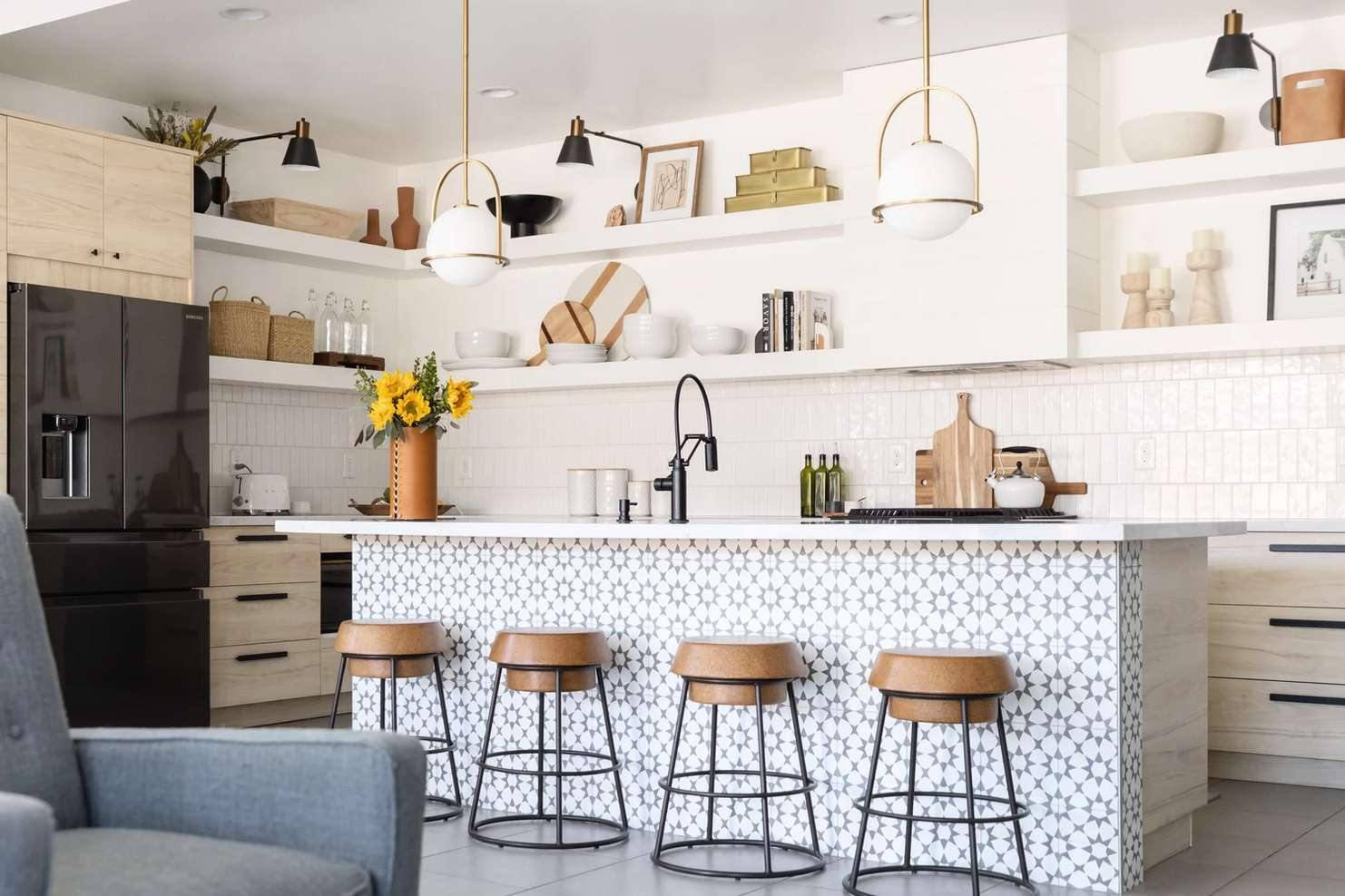 Mixing brass and black metals in a kitchen