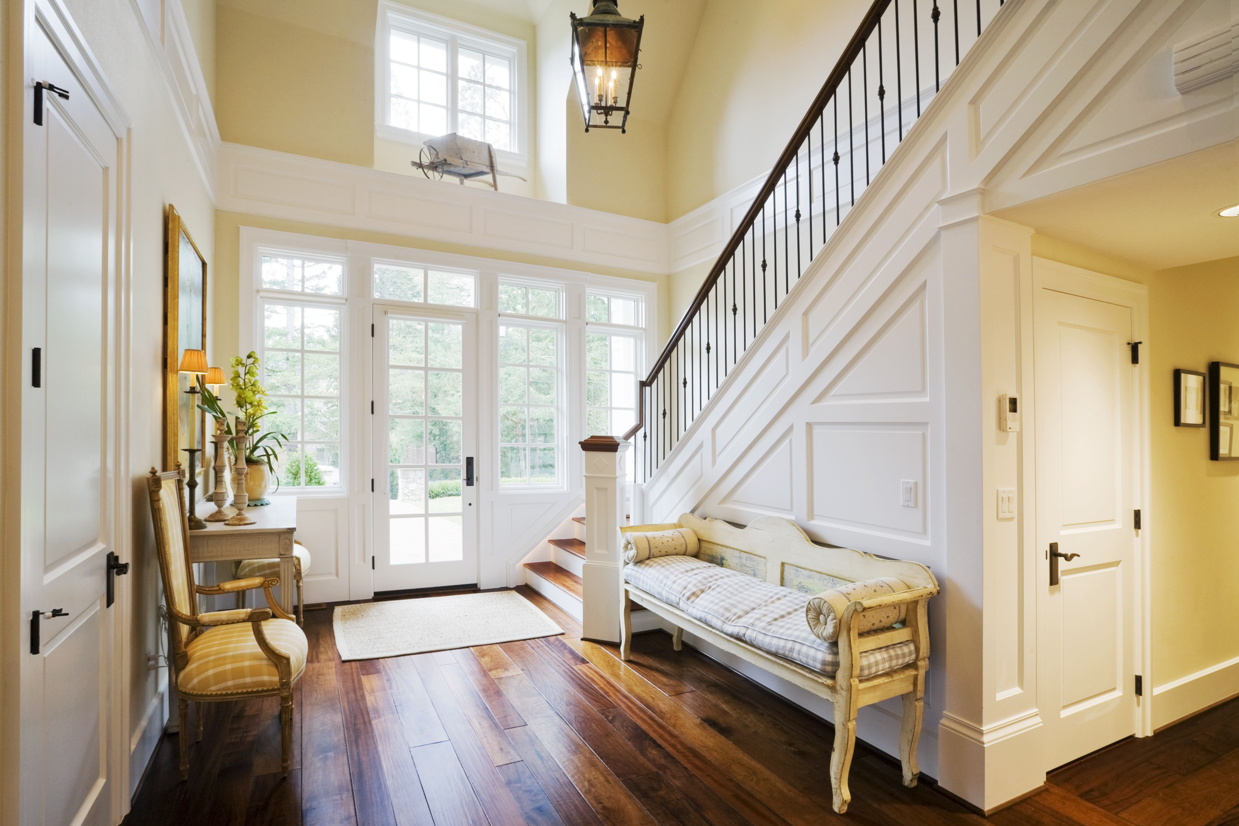 Decorating a Foyer – Essential Items You\'ll Need