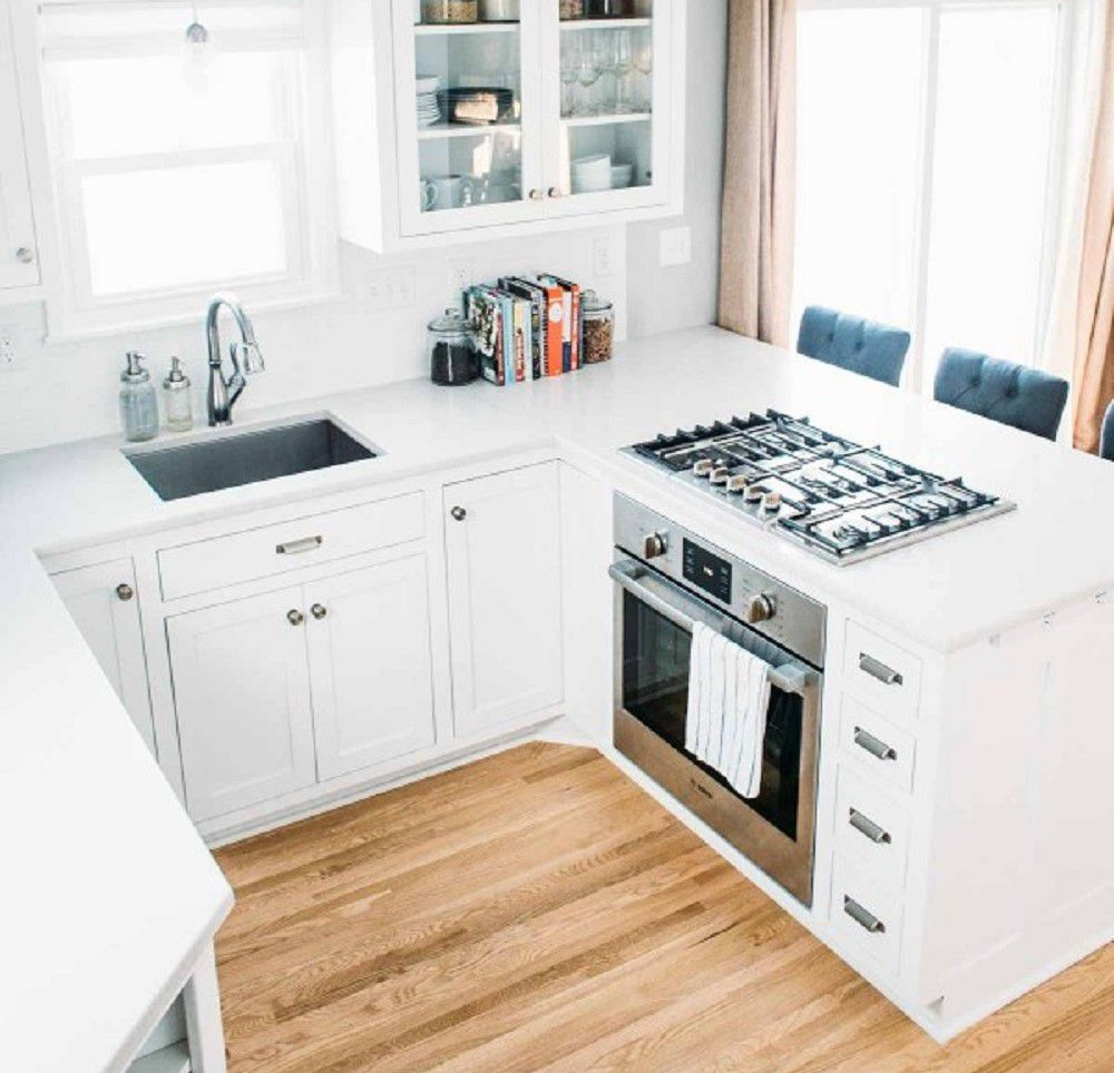 estufa de cocina pequeña en barra de desayuno