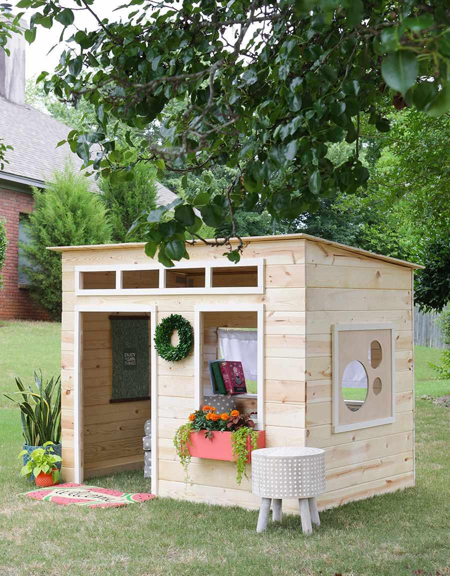 DIY Outdoor Kids Playhouse