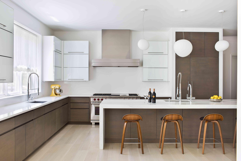 cocina minimalista marrón y blanca