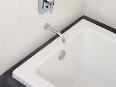 Fixing A Bathtub That Has Already Been Refinished - Chipped bath enamel