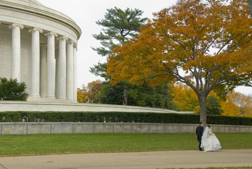 Wedding Couple near Jefferson Memorial
