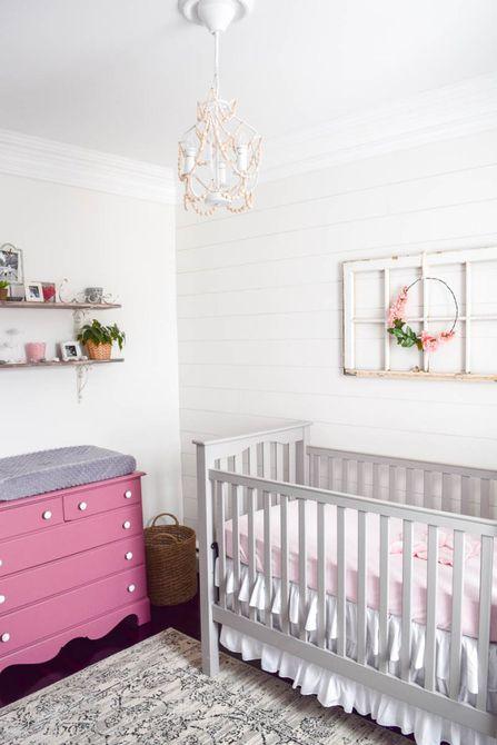 Vivero de granja de color rosa y blanco