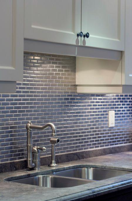 30 Amazing Design Ideas For Kitchen Backsplashes - Subway-tile-backsplash-design