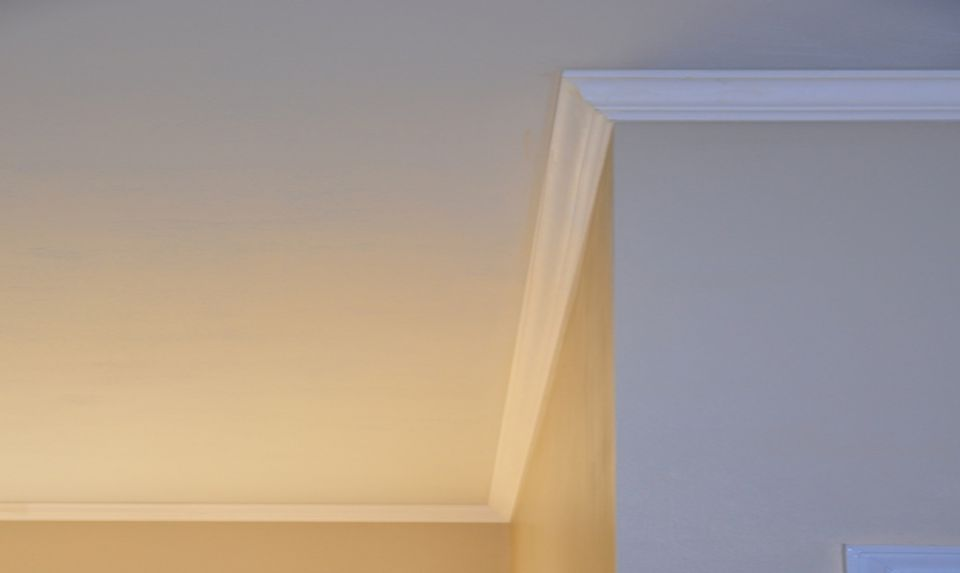 Crown Molding Between Wall And Ceiling