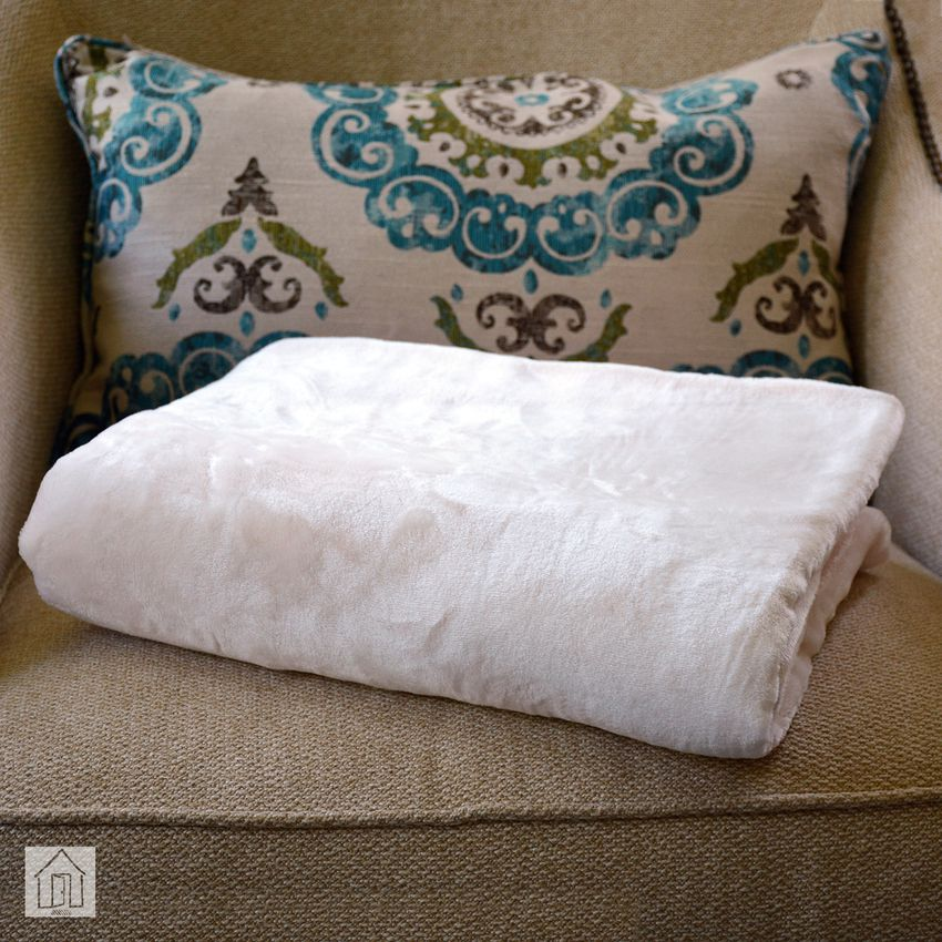 Qbedding Inc. Luxury Collection Microplush Flannel Fleece Blanket