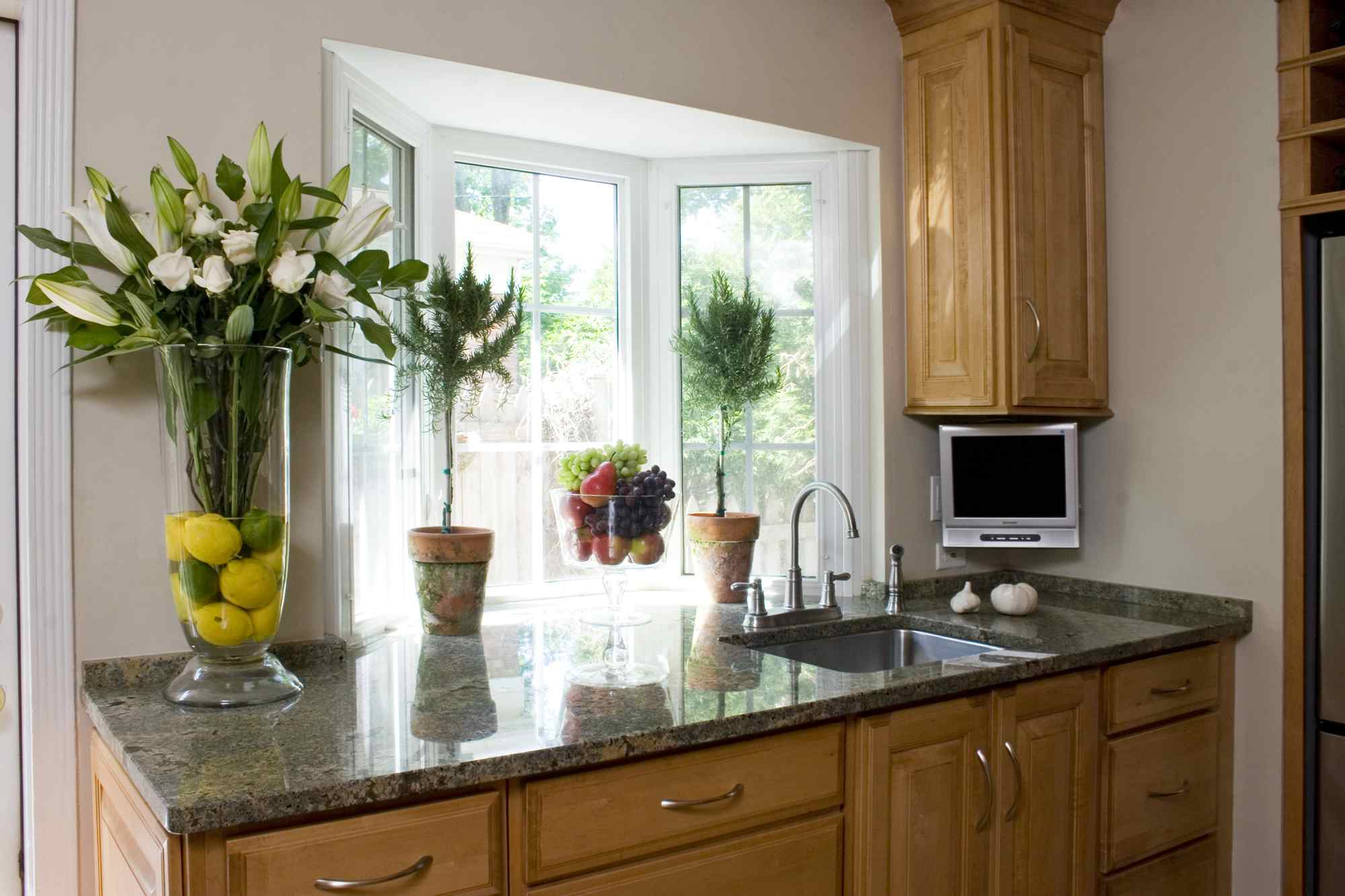 A bay window whips up counter space