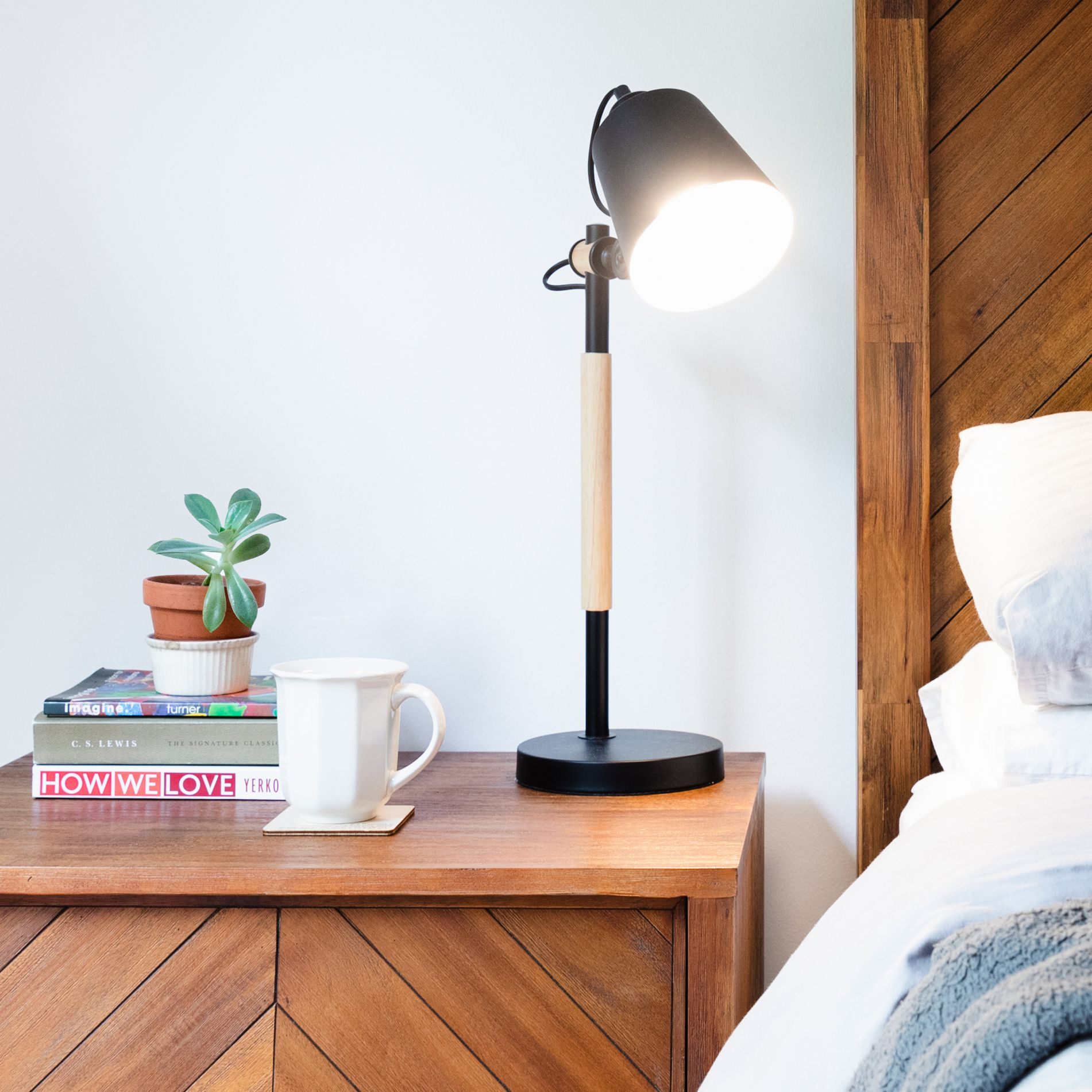 How To Pick Nightstand Lamps, Best Bedside Table Lamps For Reading