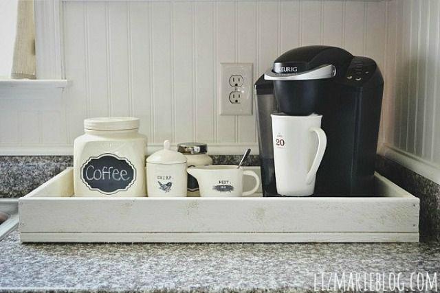 Suministros de café en una bandeja