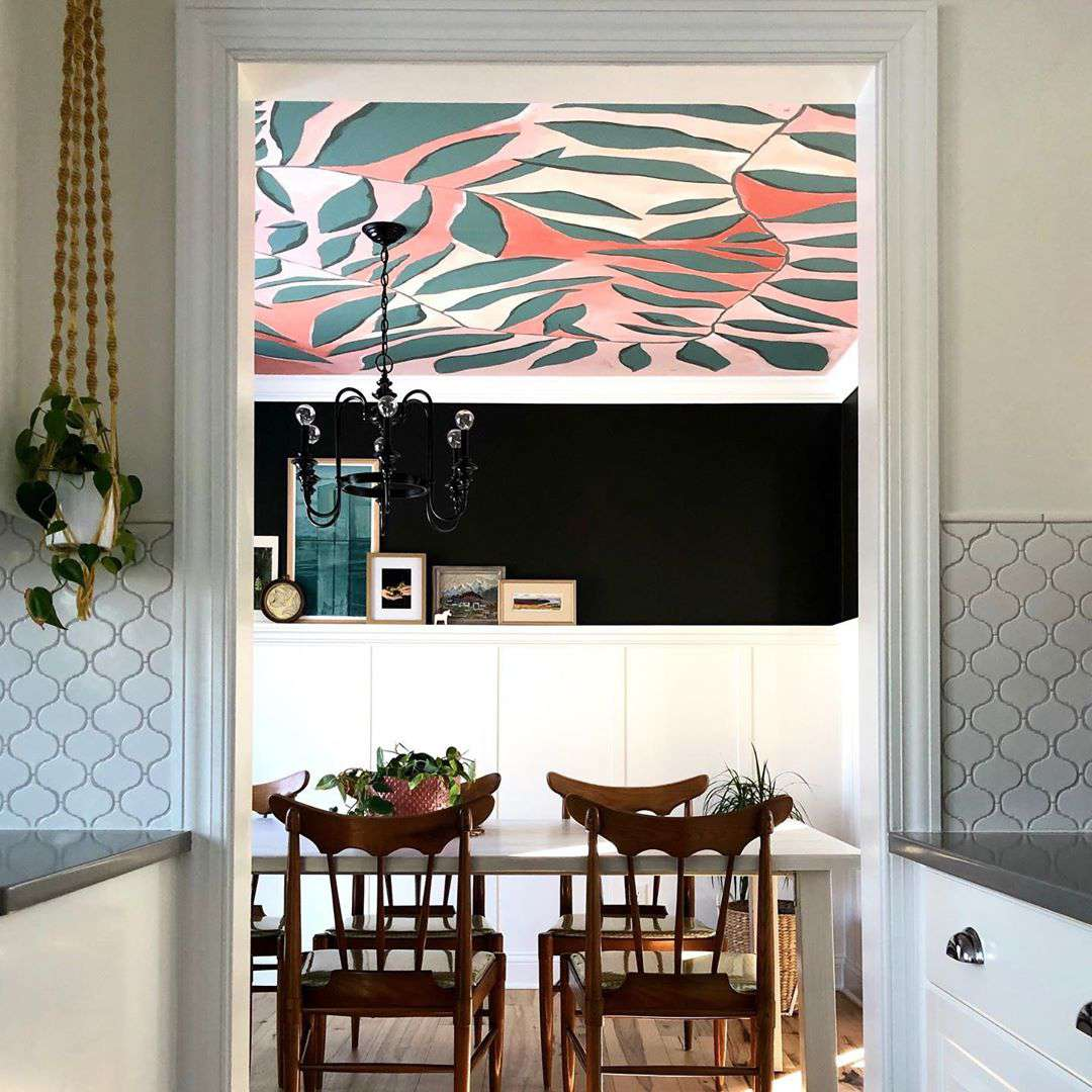 11 Amazing Dining Rooms With Wallpaper, Dining Room Wall Covering