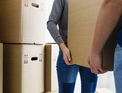 Germany, Munich, Young couple holding cardboard box, close up