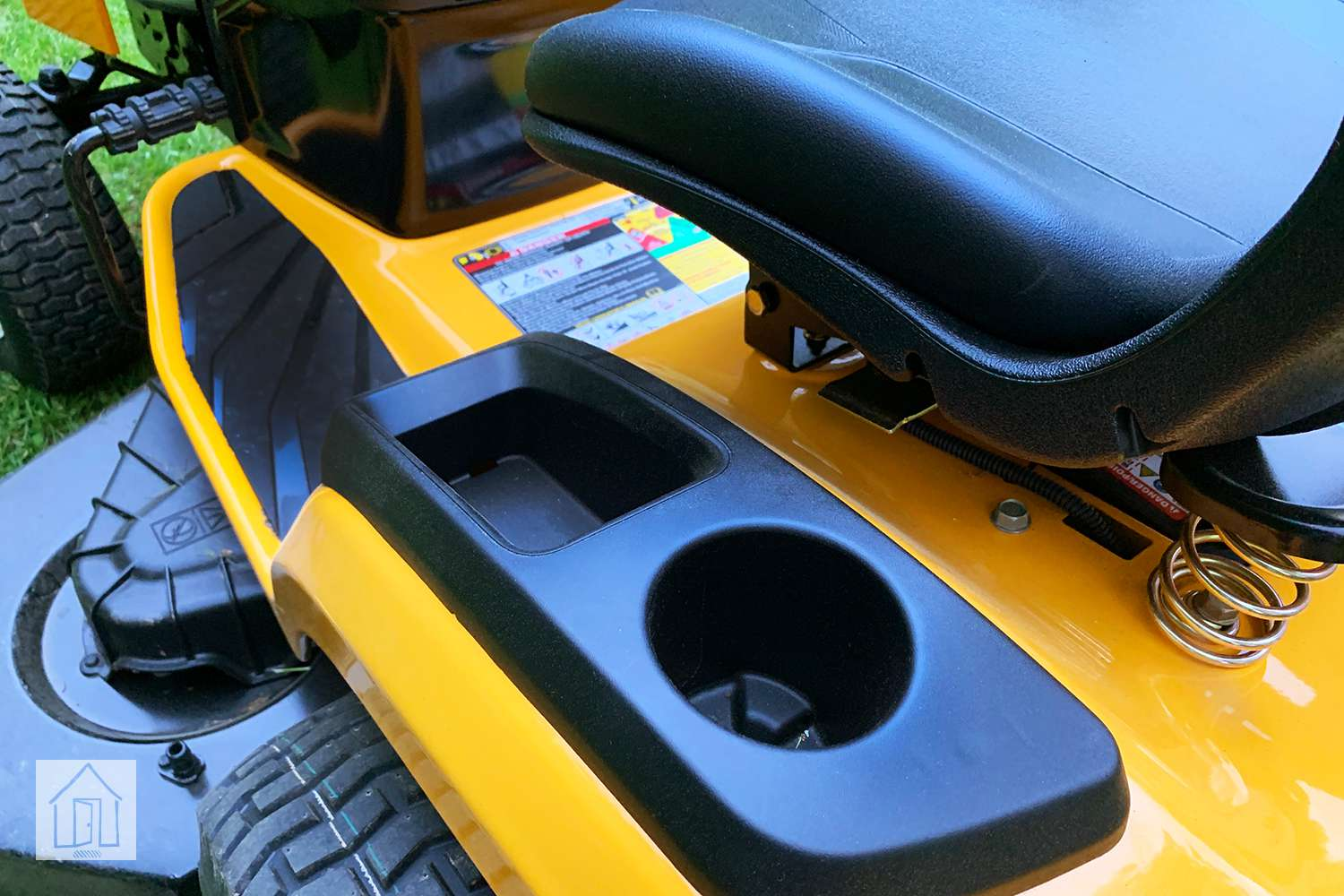 Cub Cadet Xt1 St54 Lawn Tractor Review A Fast And Agile Mower