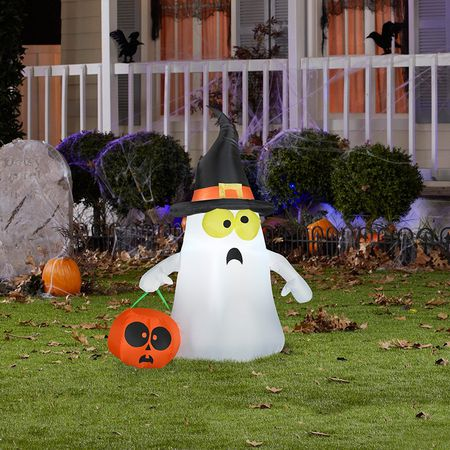 Spruce up your lawn with the hottest new trends - 13 Best Outdoor Halloween Decorations Of 2018