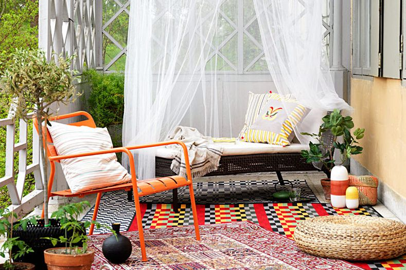 Outdoor textiles and rugs