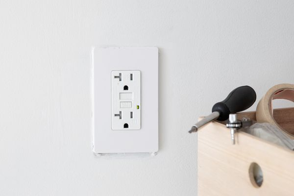 replacing an outlet plate