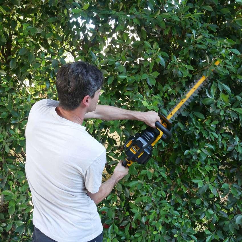 """DeWalt 40V MAX* XR 22"""" Cordless Hedge Trimmer"""