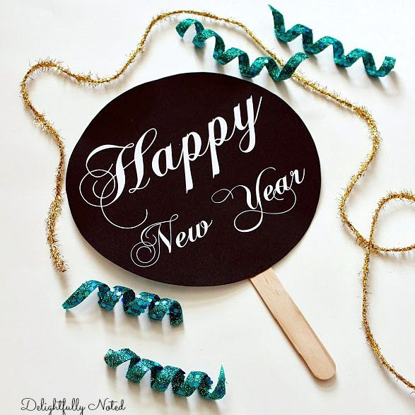 A Happy New Year photo prop sign