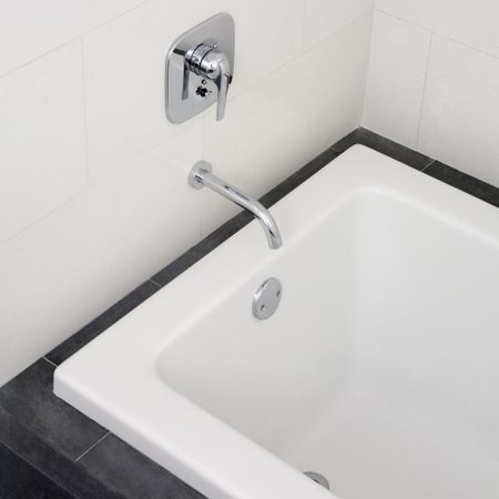 How to Fix a Leaking Bathtub