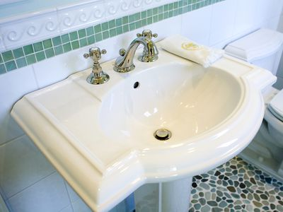 Why Have Vintage Pedestal Sinks Made Such A Comeback