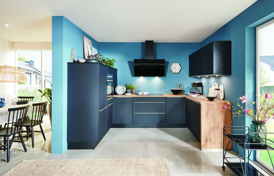 Modern kitchen with triangle rule by Kutchenhaus