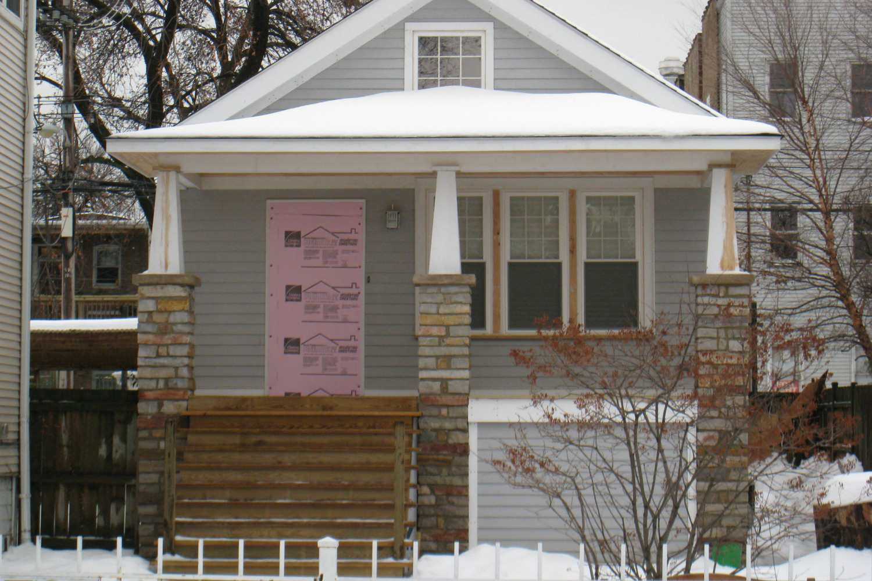 casa con nieve en el techo