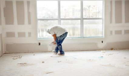 Man applying drywall joint compound