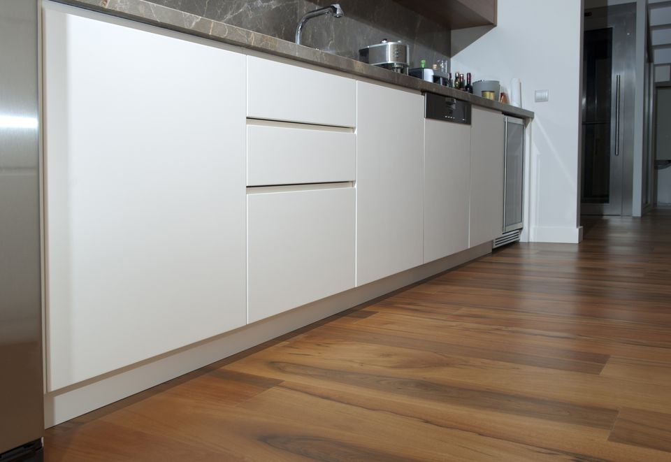 Laminate Flooring In Modern Kitchen