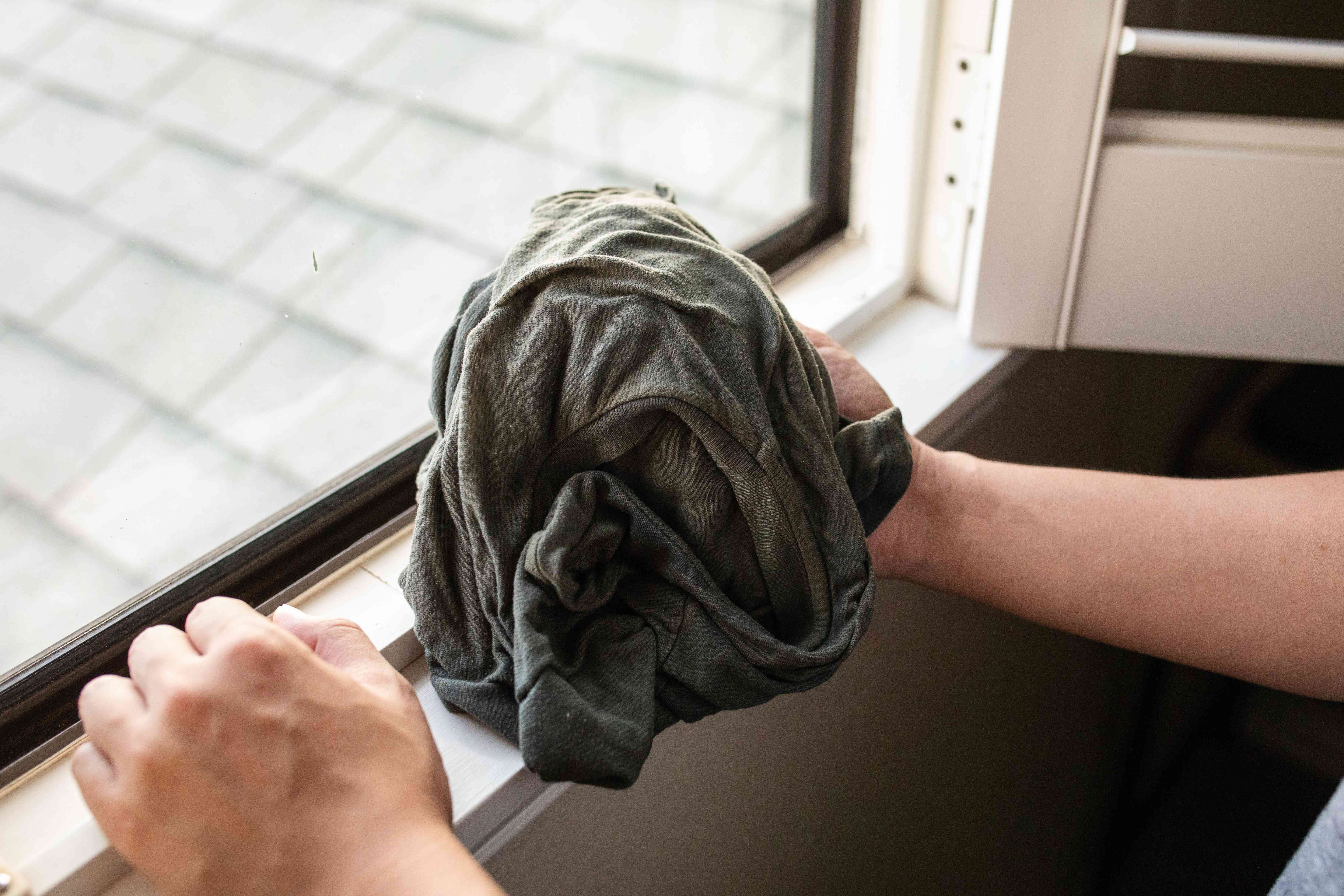 try using an old tshirt for window washing