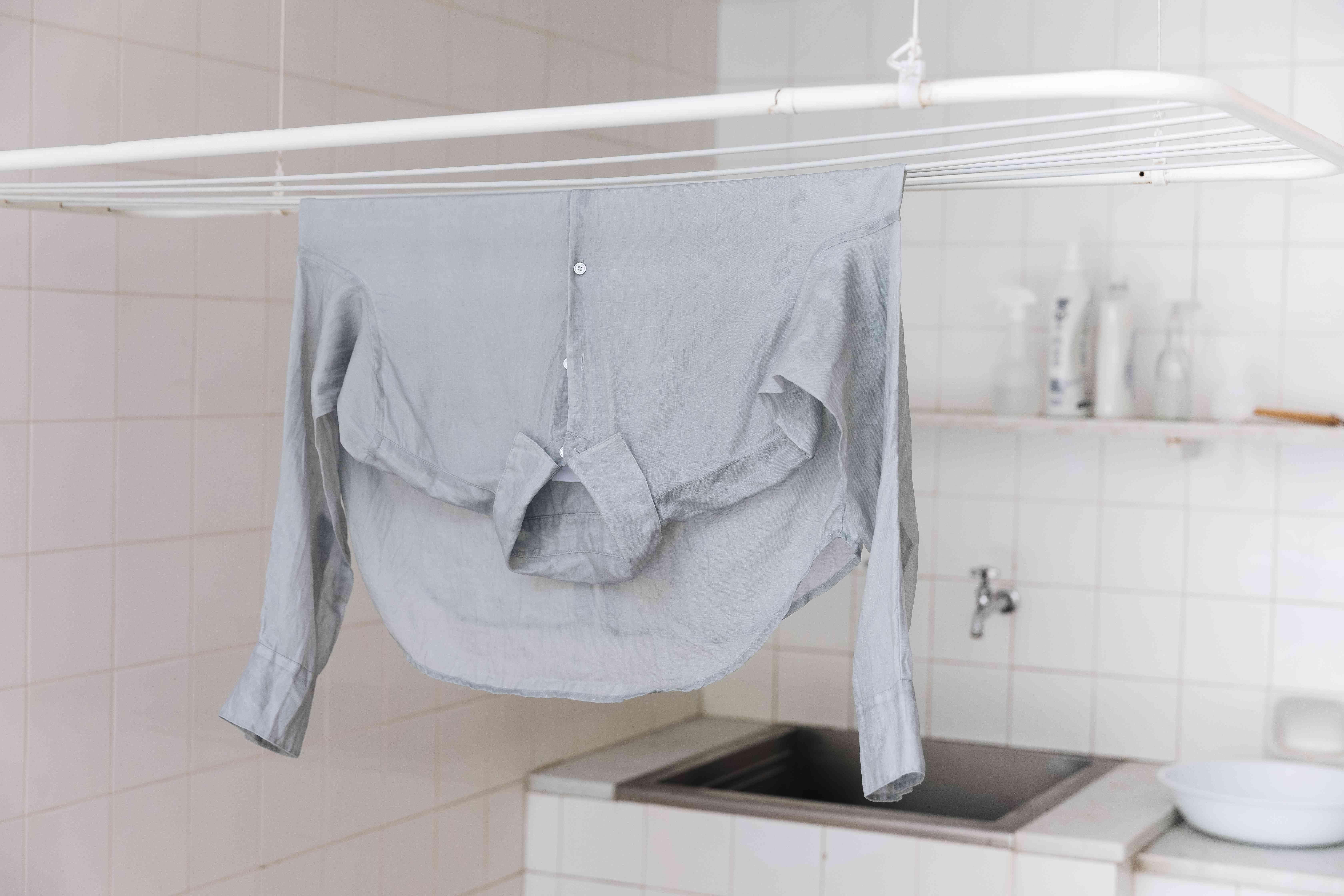 air-drying linen clothing