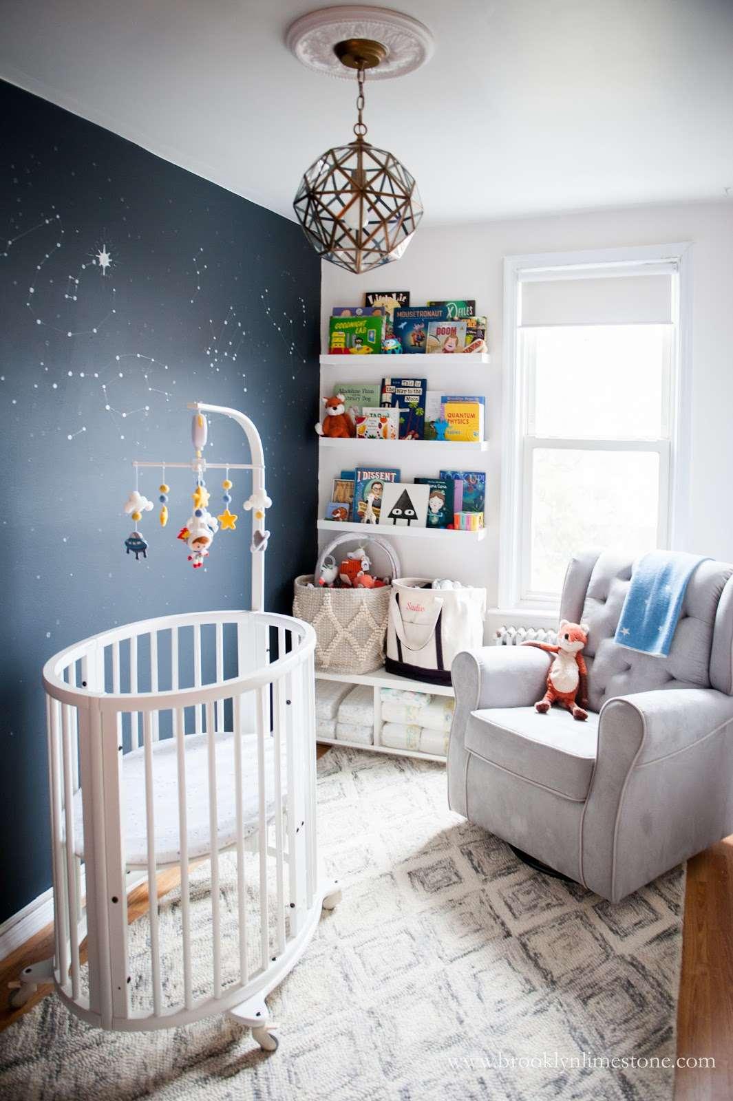 Small urban nursery with space-theme