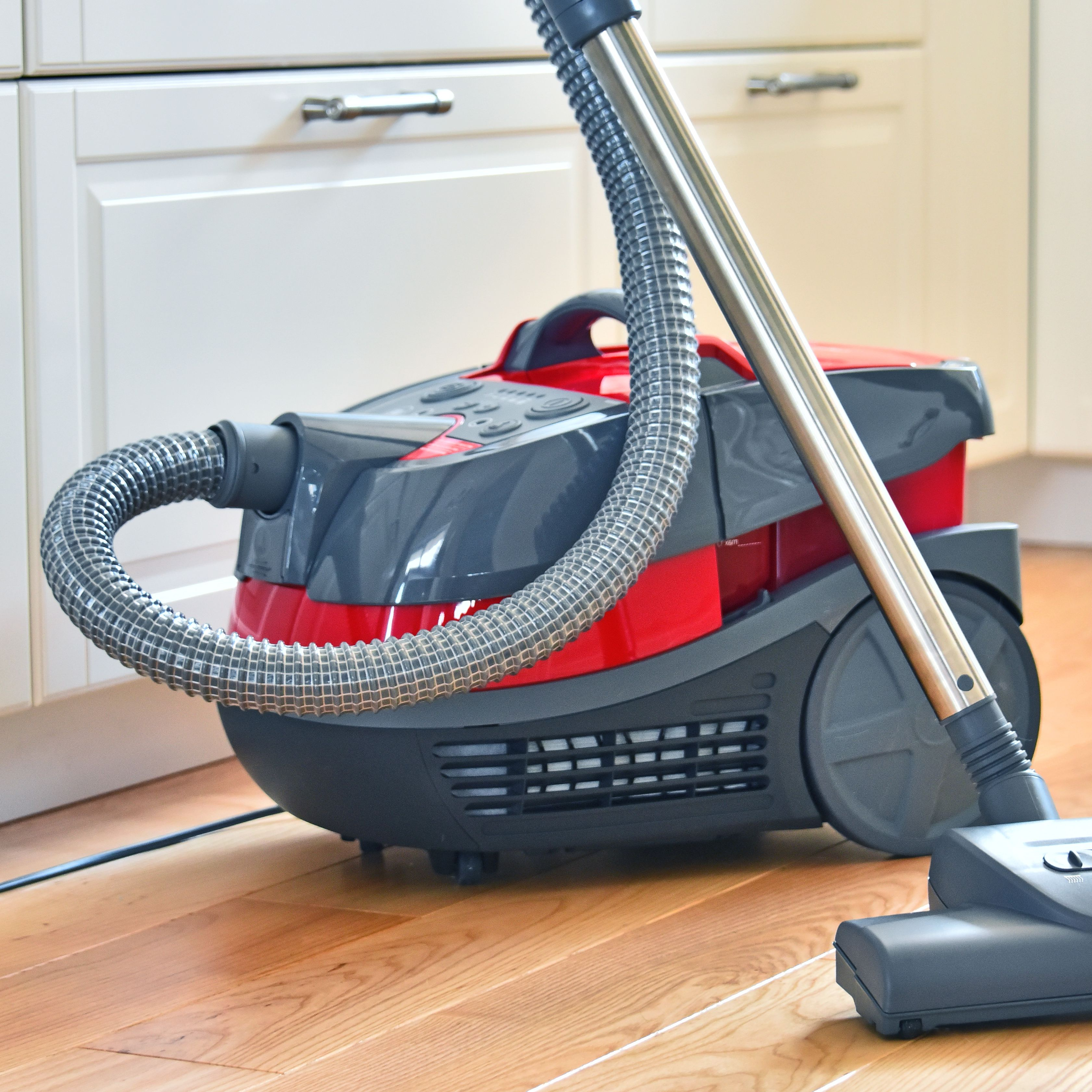8 Surprising Uses for Your Vacuum Cleaner