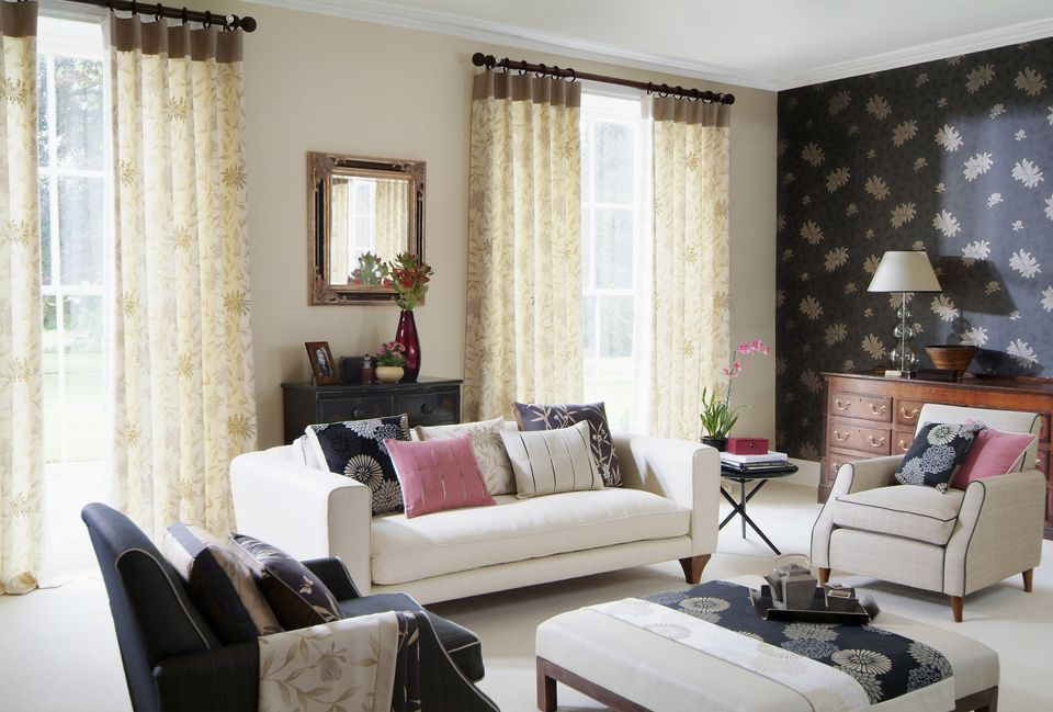 How to hang living room curtains