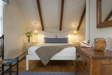 988a2db7bf Ways to Make a Small Bedroom Look Bigger