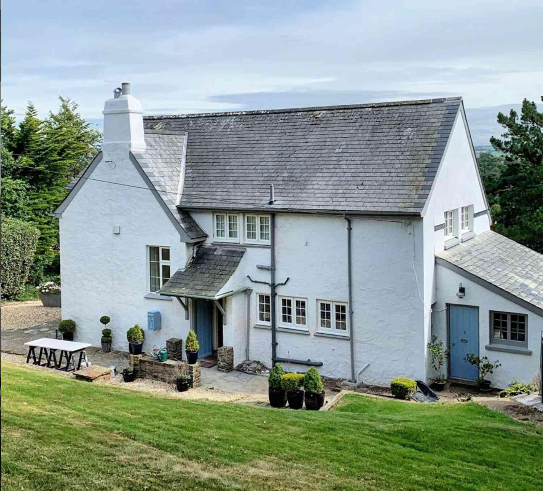 english coastal cottage