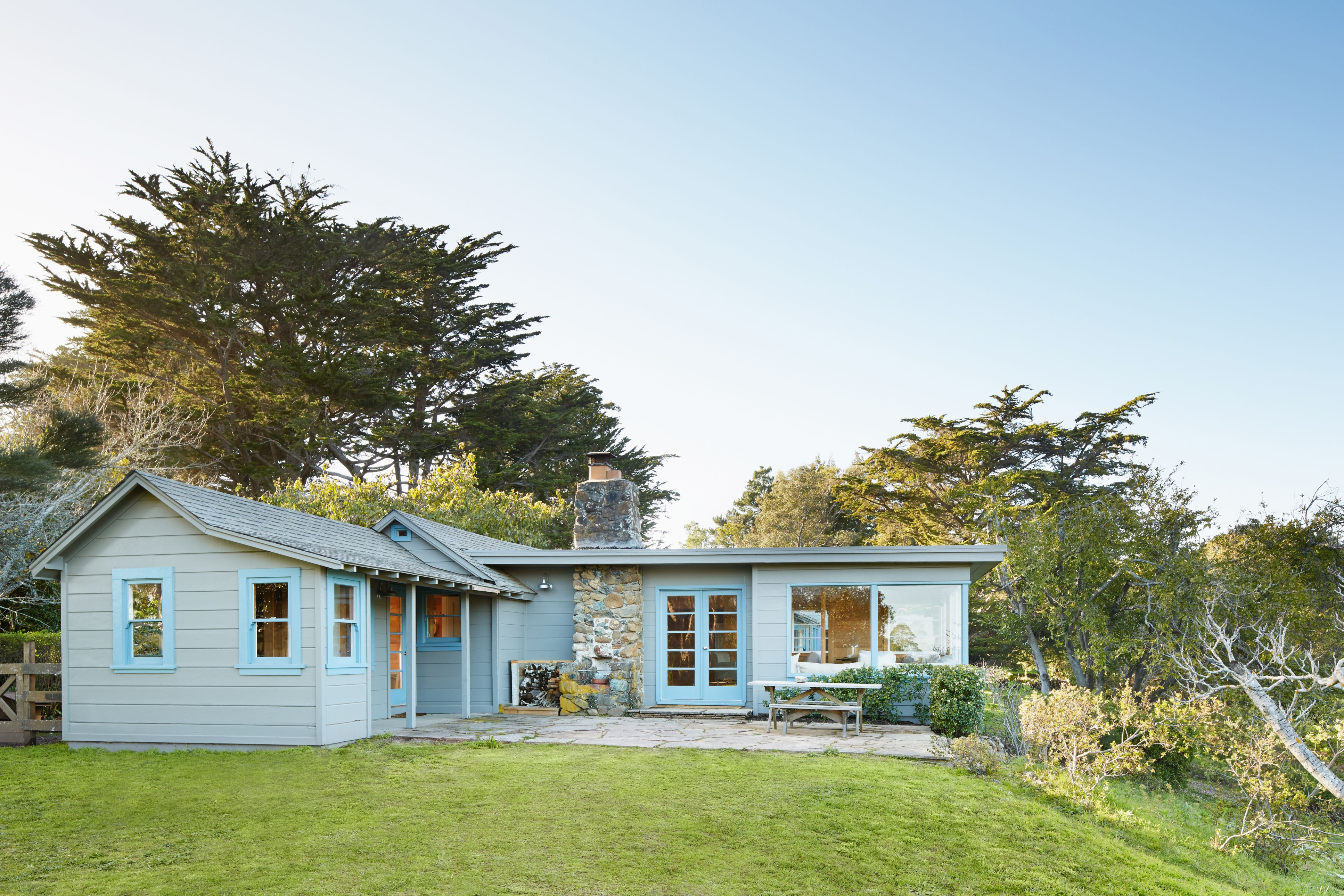 L-shaped Grey-Blue Ranch House