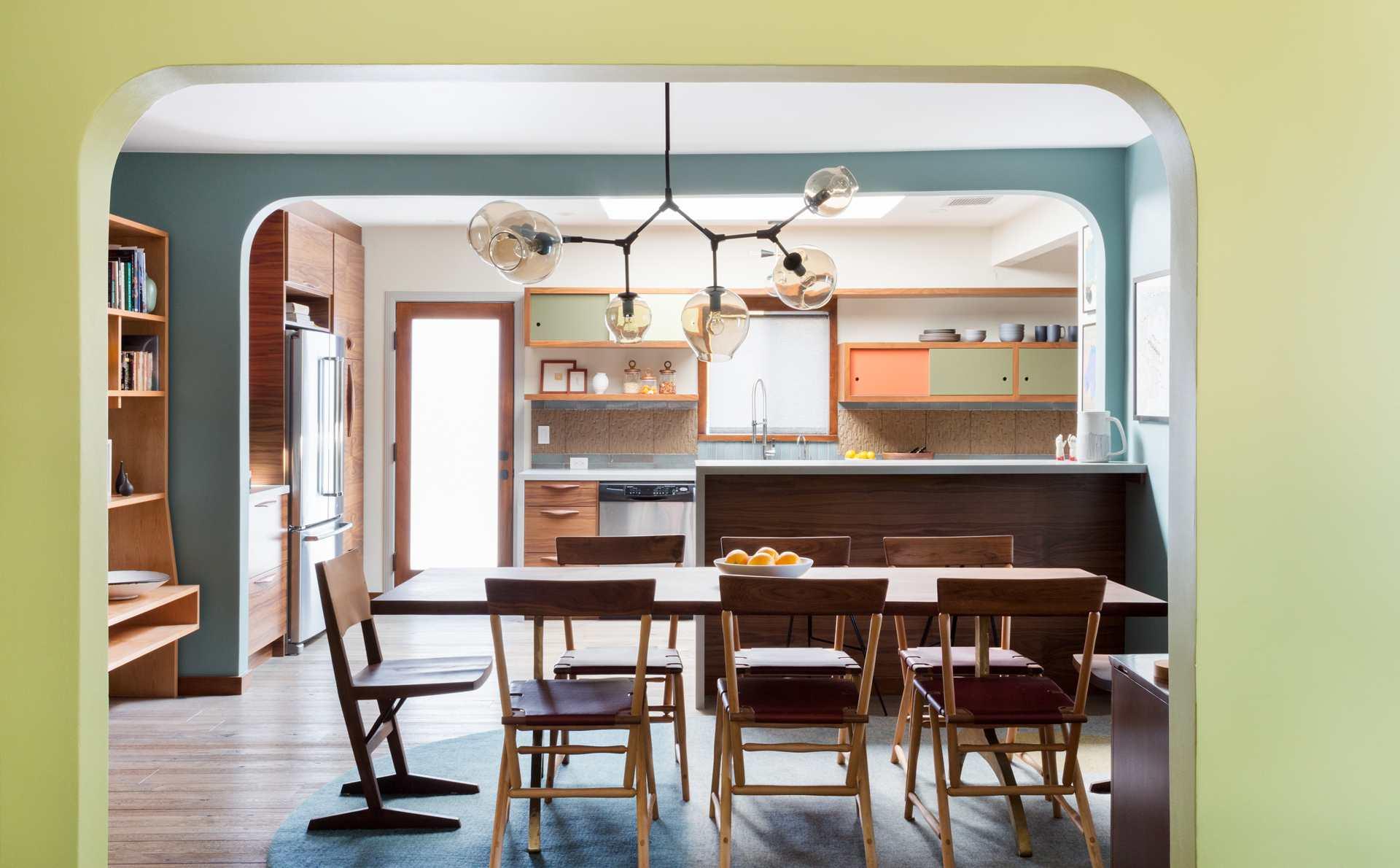 cocina contemporánea colorida